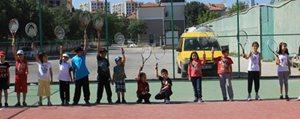 Ücretsiz Tenis Kurslari Ilgi Görüyor