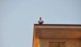 13 Katlı Binanın Çatısında İntihar Girişimi