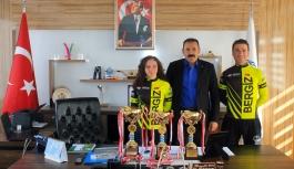 Bisikletçilerden İl Müdürü Kısacık'a Ziyaret