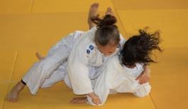 Türk Dil Kupası Judo Şampiyonasında Kupalar Sahiplerini...