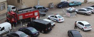 Sokakta Mahsur Kalan Itfaiye Aracini Polis Kurtardi