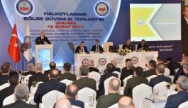 Vali Tapsız, Garnizon Komutanı Şen Ve Emniyet Müdürü...