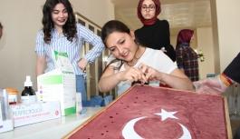 Bir Damla Kanla Türk Bayrağı Portresi