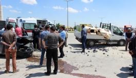 Karaman'da Kamyonet İle Otomobil Çarpıştı:...