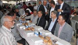 Larende Mahallesi'nde İftar Sofrasına Vali Tapsız'da...