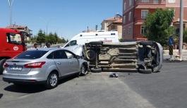 Karaman'da Otomobille Hafif Ticari Araç Çarpıştı:...