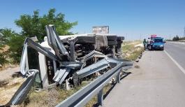 Karaman'da Tır Devrildi: 1 Yaralı