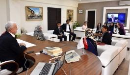 Anadolu Mektebinin Öğrencileri Mustafa Kutlu'yu...