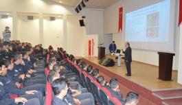 Eroğlu'ndan Polis Adaylarına Satranç Konferansı