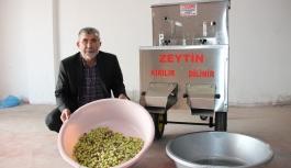 Karamanlı Torna Ustası, Saatte 1 Ton Zeytin Kıran...