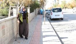 Bisikletli Kapkaççı Yaşlı Kadının Cüzdanını...