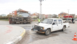 Karaman'da Kamyonetler Çarpıştı: 2 Yaralı