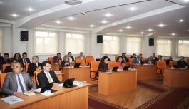 Belediye Meclisinde Komisyon Ve Encümen Üyeleri...