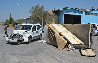 Ticari Araç İle Kamyonetin Çarpışma Anı Güvenlik...