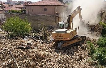 Karaman'da Bir Ay İçerisinde 30 Metruk Bina Yıkıldı