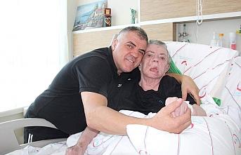 Yatalak Annesine Yıllardır Bebek Gibi Bakıyor