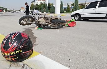 Otomobille Çarpışan Motosiklet Sürücüsünü...