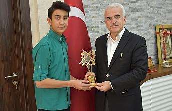 Değer Ödüllerinin Türkiye Birincisinden Kuntoğlu'na...