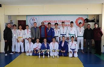 Gençler Judoda Spor Lisesi'nden Çifte Şampiyonluk