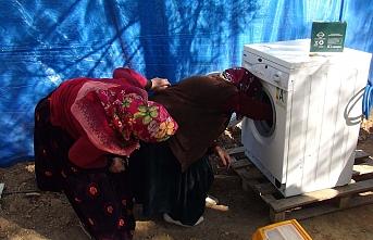 Kıl Çadırlarda Yaşayan Yörük Kadınları Çamaşır...