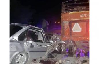 Otomobil Römorka Çarptı: 2 Ölü, 2 Yaralı