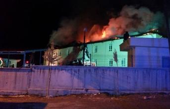 Hastane Çatısında Çıkan Yangın Güçlükle Kontrol...