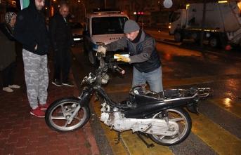Kavşakta Motosikletle Çarpışan Otomobil Sürücüsü...