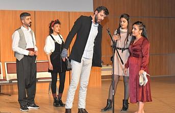 KMÜ'lü Öğrenciler 'Sosyete Sevgilim'i'...