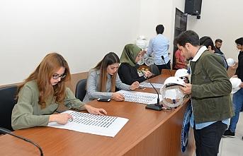 Mühendislik Öğrencilerine Baret Dağıtımı