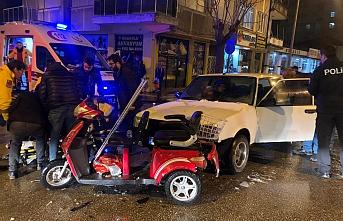 Otomobil ile Engelli Aracı Çarpıştı: 1 Yaralı