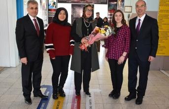 Vali Meral'in Eşi Zehra Meral Engelli Öğrencilerin...