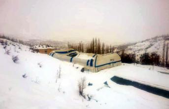 Yoğun Kar Yağışı Nedeniyle Halı Sahanın Çatısı...