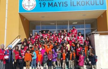 Genç Kızılay Topluluğundan Kırtasiye Yardımı