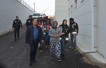 Uyuşturucu Operasyonunda 2'si Kadın 3 Şahsa Tutuklama