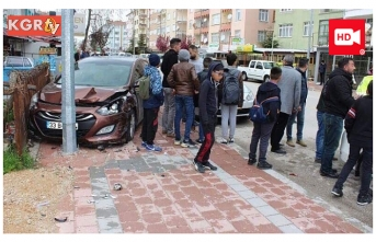 Çocuklara Çarpmamak İçin Otomobile Çarptı: 2...