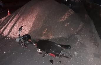 Kum Yığınına Çarpan Motosikletin Sürücüsü...