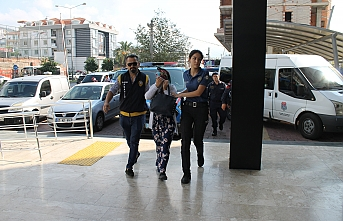 Alanya'da 2 Kadın Hırsızlık Şüphelisine Suçüstü