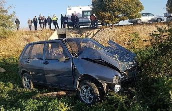 Yoldan Çıkan Otomobil Ağaca Çarptı: 5 Yaralı