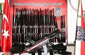 Bir Araçta 78 Adet Tüfek Ele Geçirildi