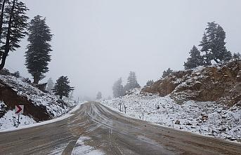 Kış Şartları Nedeni İle O Yolda Trafiğe Kapandı