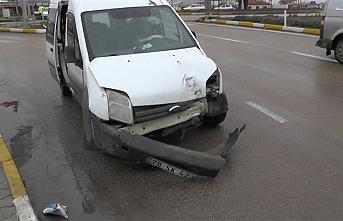 Karaman Kavşağında Trafik Kazası: 4 Yaralı