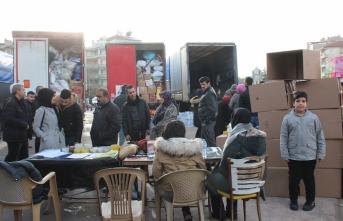 Karaman'dan Deprem Bölgesine 4 Tırlık Yardım...