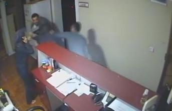 Otel İşletmecisi İle Eşi Darp Edildi, Olay Kameraya...