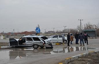 Ereğli'de İki Otomobil Çarpıştı: 4 Yaralı