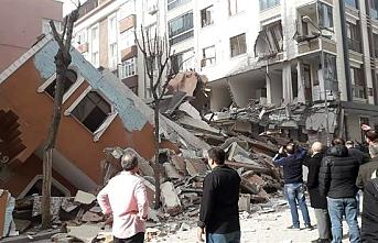 İstanbul Bahçelievler`de Bina Çöktü!