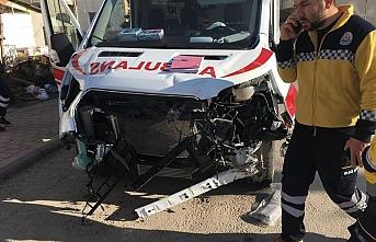 Ereğli'de Ambulans Tırla Çarpıştı: 3 Yaralı