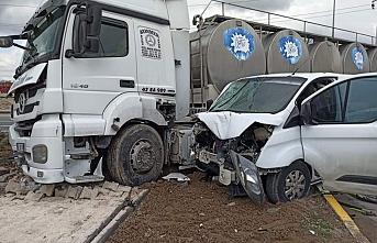 Ereğli'de Süt Tankeriyle Kamyonet Çarpıştı:...