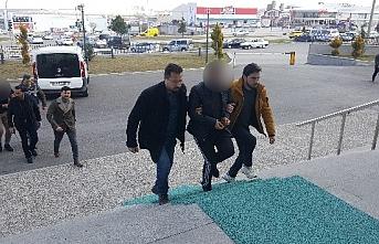 Karaman'da Kendilerini Polis Olarak Tanıtan...