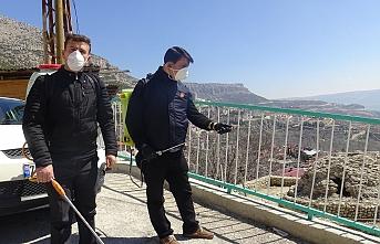 Karaman'da İki Muhtar Mahallelerini Kendi İmkanları İle Dezenfekte Etti