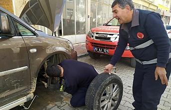 Karaman`da İtfaiyeden Kedi Kurtarma Operasyonu